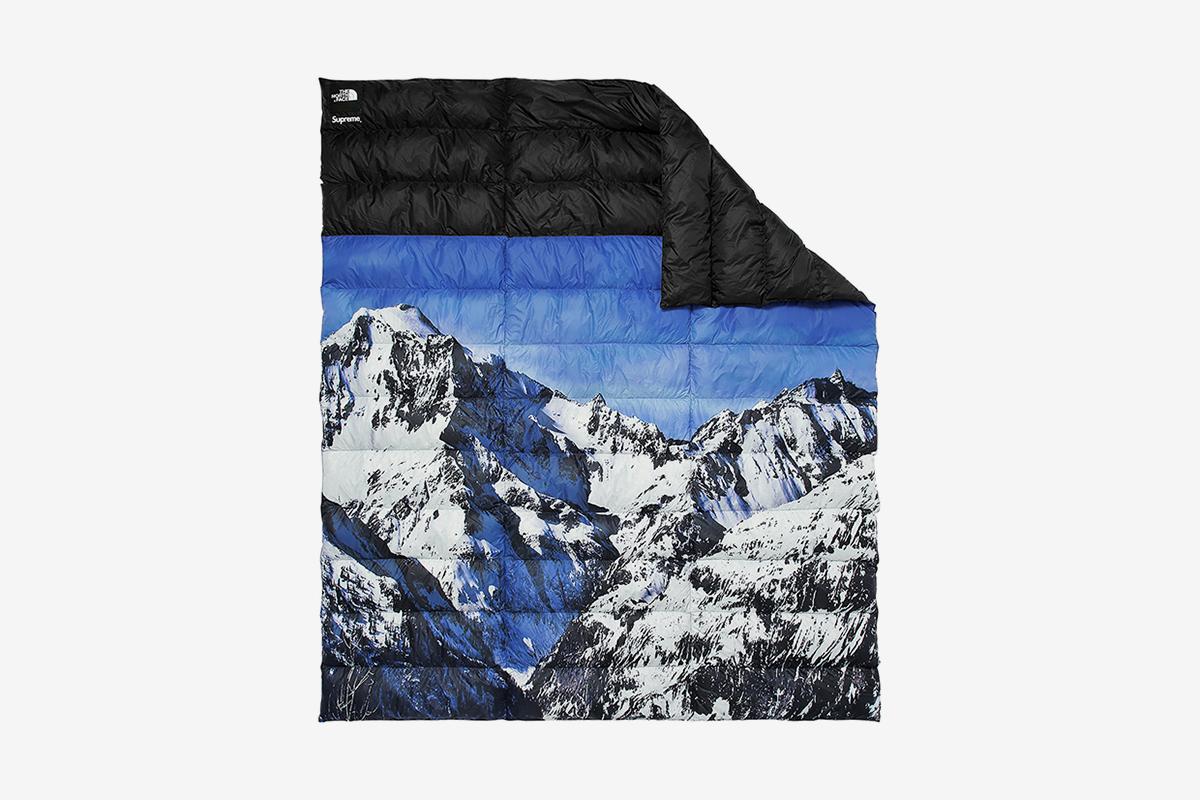 Mountain Nuptse Blanket