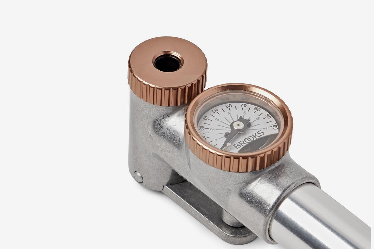 P1 Rubber-Trimmed Metal Hand Pump With Gauge