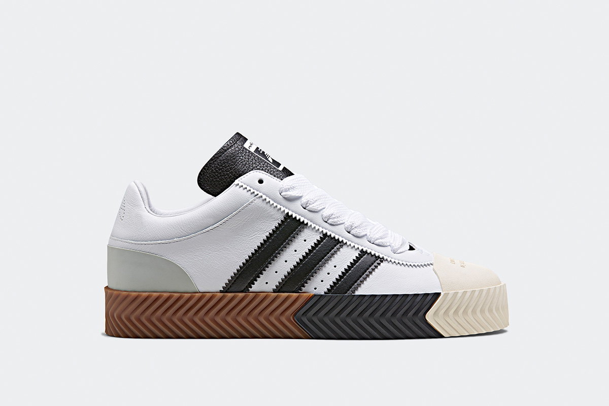 pretty nice d63e3 bd3b9 The 10 Best White Sneakers for Women in 2019