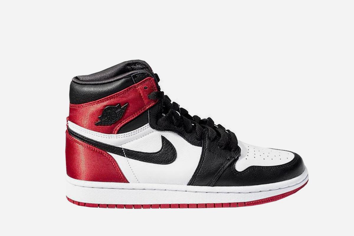 W Jordan 1 Retro High Satin Black Toe