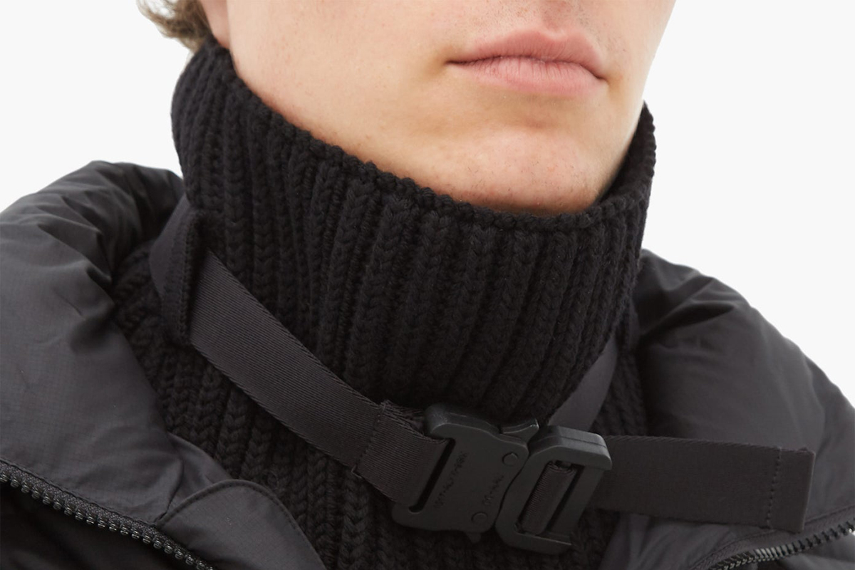 Roll-neck Buckled Ribbed Wool Scarf