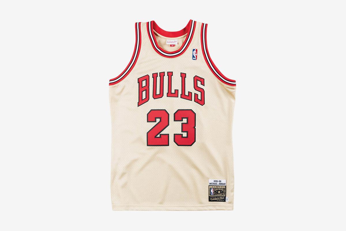 0686ad070e44 Premium Gold Jersey Chicago Bulls 1995-96 Michael Jordan